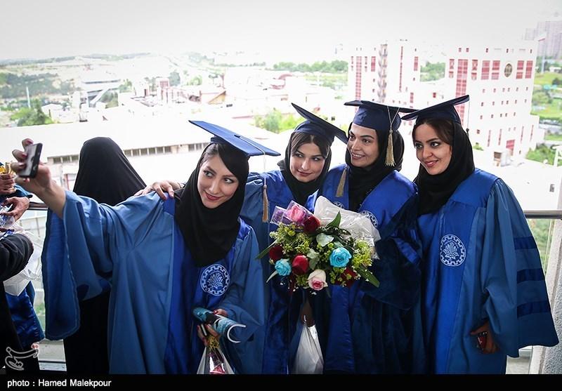 لباس فارغ تحصیلی دانشجویان جشن فارغ التحصیلی دانشجویان دانشگاه شریف در برج میلاد